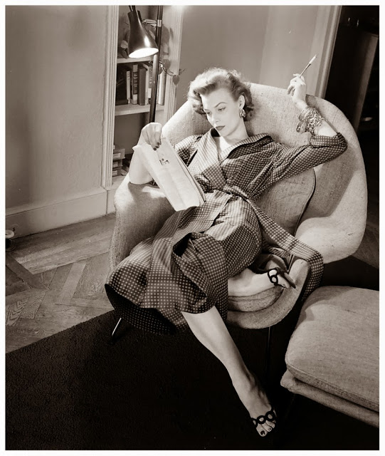 Beautiful Black & White Photos of Women in Old-Fashioned, ca. 1940's (5)
